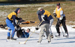 Scholl, alumni warm up to pond hockey