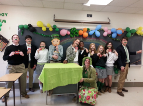 Advisories pose for St. Patrick's Day contest