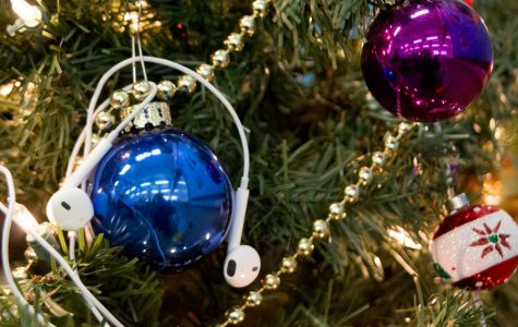 """Top 10 """"holly jolly"""" songs for the holidays"""