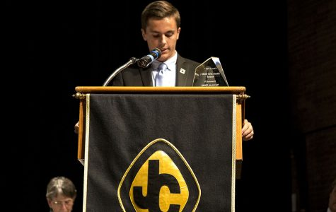 Black and Gold recipients deliver acceptance speeches