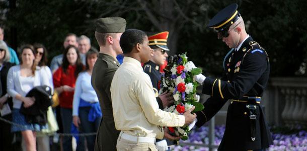 Seniors lay wreath at Arlington