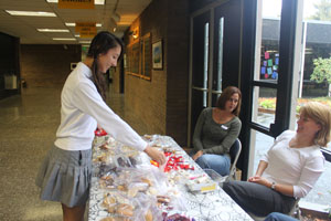 Freshman class conducts bake sale