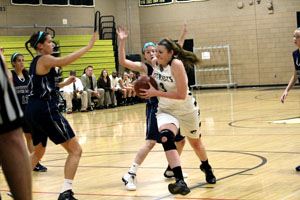 Women's basketball team defeats IND in first conference game