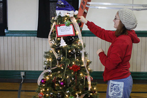 Romero Club ventures to Festival of Trees, raises money for Chesapeake Cancer Alliance
