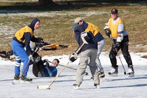 Scholl, alumni warm up to pond hockey