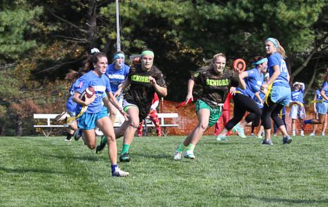 Seniors defeat juniors 14-6 in closely contested Powder Puff game