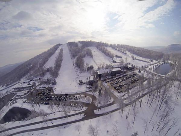 Roundtop Mountain Resort has 17 different trails, some of which merge. The variety of trails attracts both beginners and advanced skiers.