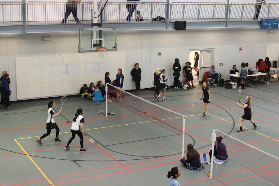900x600 badminton match -