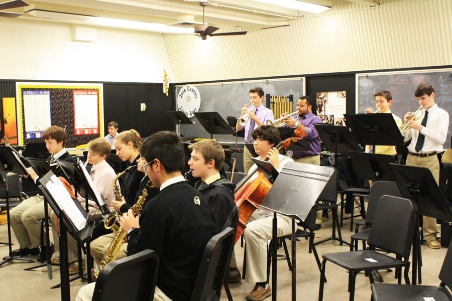 The+Jazz+Band+practices+for+their+performance+with+the+Bel+Air+Community.+The+two+ensembles+will+play+at+the+Cool+Jazz+fundraiser+on+Feb.+7.