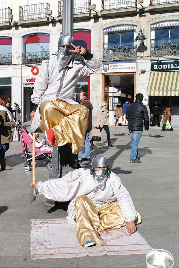 SPAIN-Street_Performers_900x600_Online