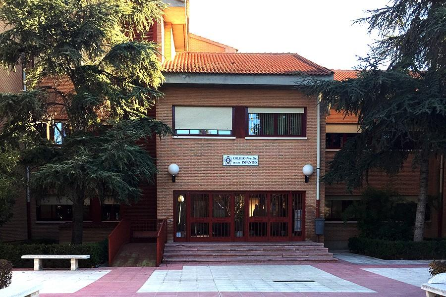This shows the main entrance of the private, Catholic Spanish school called Colegio Ntra. Sra. de los Infantes. Different class levels head to separate buildings each day.