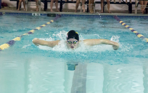 Swim team splashes into new season