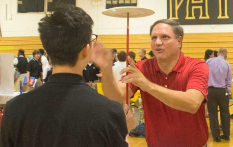 Week in Pictures: Club fair, Ryan Burks, and Back to School Night