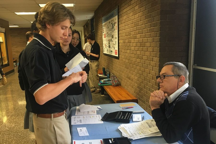 Junior Luke Chubb tries on a class ring while other juniors wait their turn to get their finger sized on Thursday, Oct. 26. Members of the junior class were sized for their class rings during lunch and will receive their rings in March.