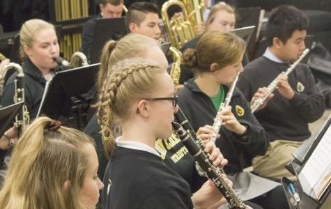 Students prepare for holiday performance