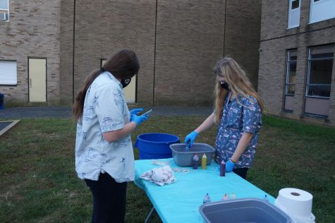 SGA hosts tie dye event during Spirit Week